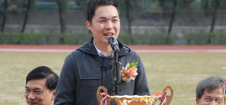 Our alumnus Mr LAU Hin Fai at Sports Day 2011-12