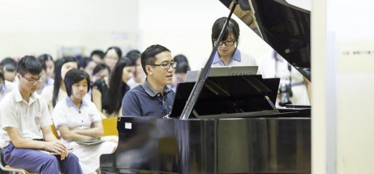 校友、著名鋼琴家馮景禧博士蒞臨母校指導