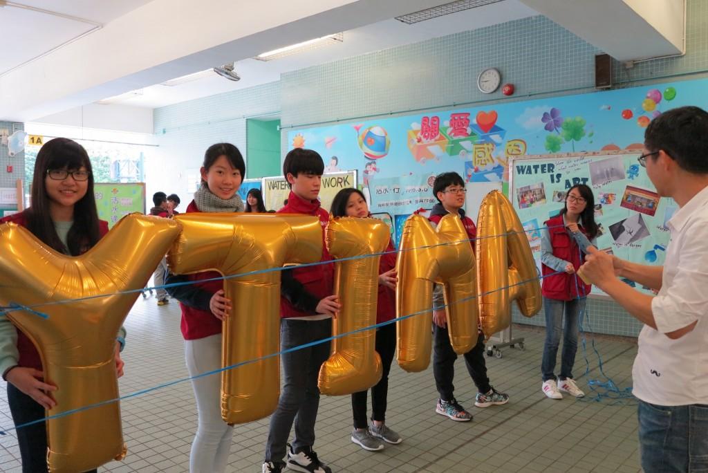 Volunteers twisting balloons